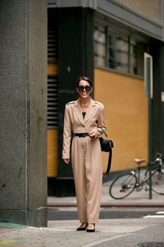 The Best Street Style Looks From New York Fashion Week Spring 2020 - Fashionista New York Fashion Week Street Style, Spring Street Style, Cool Street Fashion, Street Style Looks, Street Style Women, Zero Clothing, Spring Summer Trends, Fashion Photo, Women's Fashion