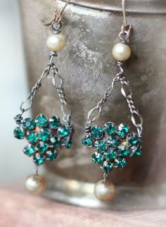 Assemblage vintage earrings -REVERIE- art deco emerald green rhinestones champagne pearls crowned by grace