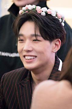 Bobby is so soft I love him so much Funny Fights, Ikon Debut, Ikon Wallpaper, Korean Boys Ulzzang, Kim Ji Won, Kim Dong, Kim Hanbin, Korean Music, Baby Daddy