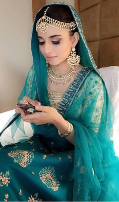 Padh padh ke khush hunni aan Ve jhalli baithi mein, Pyar pyar ho jaani aan ve Kalli baithi mein, Haan pyar pyar ho jaani aan ve Kalli… Indian Bridal Wear, Indian Wear, Pakistani Outfits, Indian Outfits, Bridal Outfits, Bridal Dresses, Nimrat Khaira Suits, Dulhan Dress, Punjabi Bride
