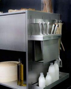A linha Smart Kit Mekal, além de criar um ambiente gourmet, ainda organiza os seus utensílios de forma prática de cheia e charme. São mobiles móveis que podem ficar na cozinha, sala ou varanda. Você é quem manda! #SmartKitMekal #MekalBrasil