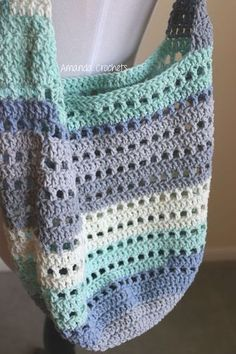 Crochet Bag market bag - Today I'm sharing my newest crochet pattern, which is a Market Bag. This market bag is perfect to bring along to the next Farmer's Market in your area. This bag works up quickly and be customized to fit your needs. Bag Crochet, Crochet Shell Stitch, Crochet Market Bag, Crochet Diy, Crochet Handbags, Crochet Purses, Crochet Baskets, Crochet Beach Bags, Bag Pattern Free