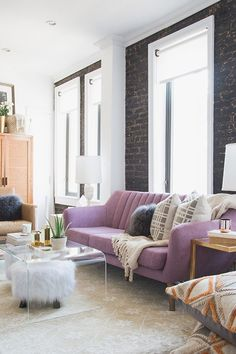 Moving Into New York City Apartment - Decorating Small Apartment - Lo Bosworth | Teen Vogue