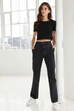 SPONSORED: John John Lab Spring 2020 Ready-to-Wear Fashion Show Collection: See the complete John John Lab Spring 2020 Ready-to-Wear collection. Look 24 John John, Fashion Show Collection, Street Style Women, Casual Looks, Mom Jeans, Ready To Wear, Girl Outfits, Lab, Clothes