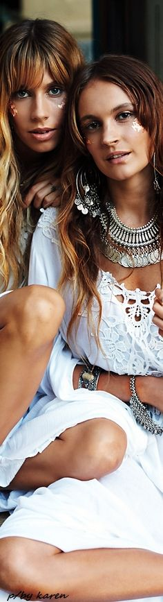 a bohemian sisterhood . Boho Chic, Bohemian Style, Bohemian Girls, Boho Girl, White Fashion, Boho Fashion, Girl Fashion, Boho Gypsy, Gypsy Chic