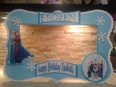 Encartador Frozen Frame Photo Booth, 100% hecho a mano y decorado a mano. Ideal para las fiestas de frozen themes, es divertida, linda, decorativa, a los ninos les encanta. Dele ese toque divertido a tus fotos y hagalas inolvidable.  Solo en Maris Crafting with love.$49.99 https://www.facebook.com/mariscrafting