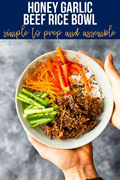 Honey garlic beef rice bowls have juicy shredded honey garlic beef, crunchy carrots and bell peppers, and a tangy sesame vinaigrette. Served cold, they work well for meal prep or for a simple dinner. #sweetpeasandsaffron #mealprep #simpledinner #beef #slowcooker #ricebowl #honeygarlic Asian Recipes, Beef Recipes, Savoury Recipes, Yummy Recipes, Easy Weeknight Meals, Healthy Meals, Healthy Eating, Slow Cooker Shredded Beef, Super Easy Dinner