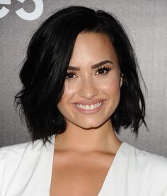 """Demi Lovato has been on our screens and in magazines since That is an entire century! Since this timeRead More Beautiful Hairstyles Demi Lovato Has Rocked Over The Years"""" Pelo Demi Lovato, Demi Lovato Style, Demi Lovato Short Hair, Short Dark Hair, Short Hair Cuts, Short Hair Styles, Superkurzer Pixie, Popular Hairstyles, Celebrity Hairstyles"""