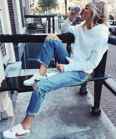 Latest Fashion Trends – This casual outfit is perfect for spring break or the Fall. 34 Top Street Style Ideas Trending This Fall – Latest Fashion Trends – This casual outfit is perfect for spring break or the Fall. Street Style Outfits, Mode Outfits, Fall Outfits, Casual Outfits, Fashion Outfits, Womens Fashion, Fashion Trends, Sneakers Fashion, Nike Sneakers
