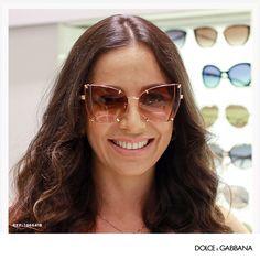 Os óculos de sol transparentes – seja na armação, nas lentes ou em ambas –  são a cara do verão, já que a transparência traz um toque de diversão. 6797aaa5dc