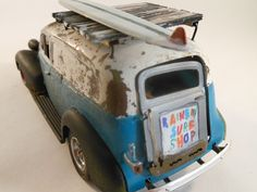 1930s Chevy Surf wagon 1/24 scale model car in white and blue