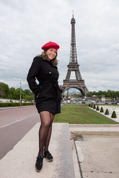 shooting photo à la Tour Eiffel avec photographe pro. Studio Bain de Lumière Paris au 0 954 249 349 Tour Eiffel, Shooting Photo Paris, Photo Portrait, Portraits, Paris Photos, Studio, Professional Photographer, Parisians, Photo Shoot