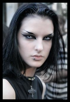 what a great gothic look. Can't tell if its a man or woman but either way I'm attracted.