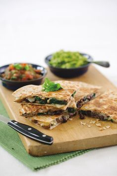 Black Bean Spinach Quesadilla Family-friendly black bean spinach quesadillas make for a delicious and quick meatless Monday meal. This recipe, courtesy of the Calories In, Calories Out Cookbook, calls for black beans, fresh bab. Mexican Food Recipes, Vegetarian Recipes, Dinner Recipes, Cooking Recipes, Quick Recipes, Easy Cheap Healthy Recipes, Yummy Recipes, Cooking Pork, Budget Recipes