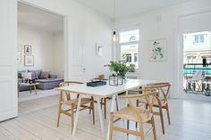 Bright dining room; minimalist styled with the Wishbone chairs and simple light bulb as light. Photo taken in a Scandinavian styled Gothenburg apartment.