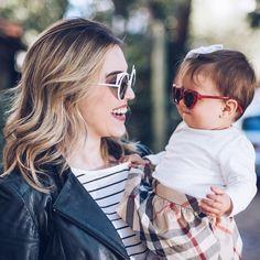 Desejamos a todos um final de semana repleto de amor   Fofura ao extremo com a @chatadegalocha e sua #baby Bia  #envyotica #fendi #fendieyeshine #eyeshine #family #sunnies