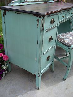 how to do the chipped paint look on furniture