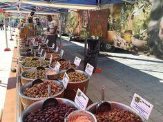 Oliiveja! Torilla! Nyt maistelemaan ja ostoksille! #forssa #kannattaakäydä #t