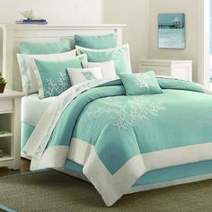 Bring some coastal decor into your bedroom with this pretty blue comforter set…