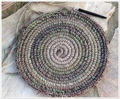 Korb Rustico - Häkelanleitung Rope Basket, Basket Weaving, Crochet Home, Crochet Yarn, Crochet Designs, Crochet Patterns, Knitting Patterns, Easy Yarn Crafts, Mug Rug Patterns