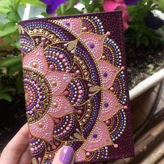 565 отметок «Нравится», 14 комментариев — КРУЖКИ ТАРЕЛКИ ДЕКОР (@ana_artstudio) в Instagram: «Обложка для паспорта в новогодних цветах Выполнена на заказ…»