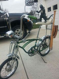 Vintage Schwinn Bikes, Vintage Bicycles, Old Bicycle, Old Bikes, Bmx, Banana Seat Bike, Raleigh Bikes, Lowrider Bike, Harley Bikes