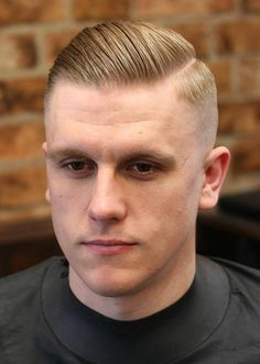 When looking for a trendy new men's hairstyle for the skin fade haircut is your new best friend. Bringing to you [Skin Fade Haircut Insider] High And Tight Haircut, High Fade Haircut, Taper Fade Haircut, Tapered Haircut, Undercut Fade, New Men Hairstyles, Side Part Hairstyles, Undercut Hairstyles, Medium Hairstyles