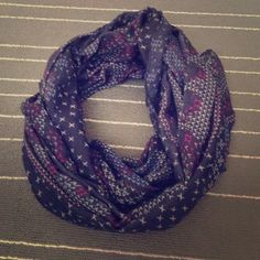 Infinity scarf! Super cute! Infinity scarf! Super cute in great condition! Nordstroms Accessories Scarves & Wraps
