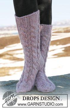 """DROPS Socks with cables in """"Eskimo"""". ~ DROPS Design"""