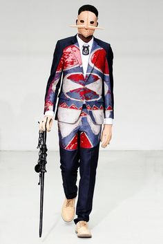 The complete Walter Van Beirendonck Fall 2012 Menswear fashion show now on Vogue Runway. Fashion Line, Look Fashion, Fashion Art, Fashion Show, Womens Fashion, Fashion Design, Paris Fashion, Crazy Fashion, Quirky Fashion