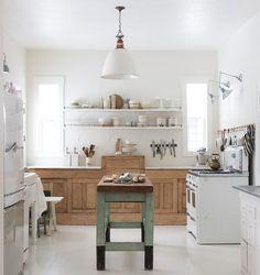 http://decoracion.facilisimo.com/las-7-claves-de-una-cocina-rustica-con-encanto_1943435.html