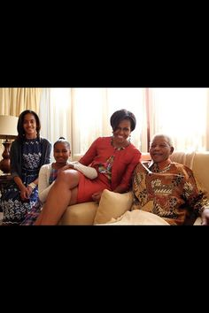 Michelle Obama,Sasha,Malia Obama with Nelson Mandela. Malia Obama, Barack Obama Family, Obama President, Nelson Mandela, Obama Daughter, First Daughter, Barbara Bush, Michelle Obama Fashion, Barack And Michelle