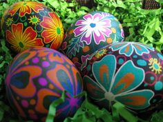 Pysanky Workshop THIS Saturday, Dobbs Ferry, NY Seats still open! All levels welcome and all materials supplied! Photo courtesy of Toronto Pysanky artist Katya Trischuk. Ukrainian Easter Eggs, Ukrainian Art, Egg Designs, Paint Designs, Dobbs Ferry, Rock Flowers, Easter Egg Dye, Easter Flowers, Short Vowels