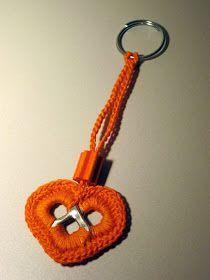 Se durante l'estate ho avuto mille impegni, tra la casa da sistemare e tanti lavori lasciati in sospeso, ora che è ricominciata la scuola na... Soda Tab Crafts, Can Tab Crafts, Bottle Cap Crafts, Crochet Accessories, Handmade Accessories, Pop Top Crochet, Pop Top Crafts, Soda Can Art, Crochet Rings