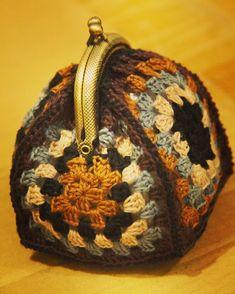 Crochet Coin Purse, Crochet Purses, Knit Basket, Crochet Handbags, Crochet Granny, Knitting Yarn, Mini Bag, Purses And Bags, Embroidery Designs