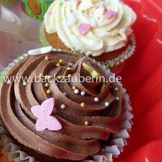 Gestern war Sommerfest im Tierheim Nürnberg. Das Wetter war wunderbar und es warteten unter anderem eine Hunderallye, eine Tombola mit wunderschönen Gewinnen, leckere Speisen und Getränke vom Caterer, viele Hunde, Katzen und Kleintiere auf die Besucher und natürlich Kuchen - zum Beispiel von mir Schoko- und Vanille-Cupcakes. <3 #schokoladencupcakes #vanillecupcakes #zuckerdekor #sugardecoration #buttercream #buttercreamfrosting #tierheimnuernberg #tierheimnuernbergsommerfest #sommerfest…