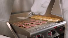 Flippy, the burger flipping robot has been sidelined after just one day on the job. The robot was inundated with orders on its first day on the job and will stay off the grill until restaurant staff receives further training. Burger Restaurant, Fast Food Restaurant, California Restaurants, Robot Technology, First Day Of Work, Food Facts, Flipping, New Recipes, Hamburgers