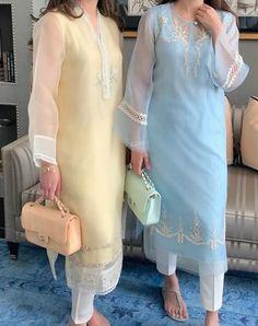 Simple Pakistani Dresses, Pakistani Fashion Casual, Pakistani Dress Design, Pakistani Outfits, Fancy Dress Design, Stylish Dress Designs, Stylish Dresses For Girls, Embroidery Suits Design, Kurta Designs Women