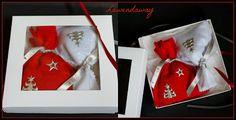 Przygotowania do Świąt Bożego Narodzenia idą pełną parą.  Realizujemy zamówienia.  Serdecznie zapraszamy do zapoznania się z naszą ofertą Świąteczną.  P.S. Na zdjęciu znajdują się woreczki wykonane z filcu i są wypełnione suszem lawendowym. Zapach obłędny:)  #Lawendaway #lawenda #lavender #lavande #niespodzianka #suszlawendowy #woreczkizlawendą #polskalawenda #saszetkazlawenda #serca #podusia #prezenty #BożeNarodzenie #zestawyprezentowe