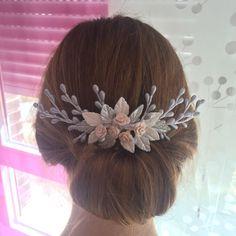 Un favorito personal de mi tienda Etsy https://www.etsy.com/es/listing/470357732/peineta-de-novia-con-hojas-flores-y