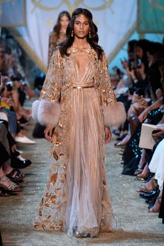 Cindy Bruna walks the runway during the Elie Saab Haute Couture Fall/Winter 20172018 show as part of Haute Couture Paris Fashion Week on July 5 Couture Week, Couture Mode, Couture Fashion, Runway Fashion, Fashion Show, Fashion Outfits, Fashion Design, Paris Fashion, Women's Fashion