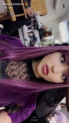 Thats funny Les Descendants, Disney Channel Descendants, Descendants Characters, Dove Cameron Descendants, Dov Cameron, Dove And Thomas, Dove Cameron Style, Hairspray Live, Mal And Evie
