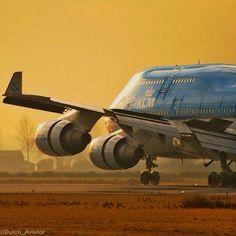 KLM B747-400 Jumbo golden landing! @dutch_aviator