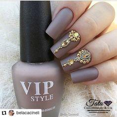 Stunning nail art for brides and bridesmaids this season! Fall Nail Art Designs, Creative Nail Designs, Beautiful Nail Designs, Rhinestone Nails, Bling Nails, Subtle Nail Art, Romantic Nails, Bridal Nail Art, Nail Jewelry