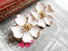 White Flower Stud Earrings www.boutiquebastone.com