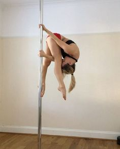 HOW TO ! Do this cool trick. Excuse the hutching about , I've got really sticky legs today lol #polepose #polesport #passionforpole #xpole #fitfam #gymnastics #poledancersofig #polefitnation #fitness #strong #unitedbypole #fitnessmotivation #workout #strength #myworkout #poledancer #polefitness #flexi #poletricks #calisthenics #polemoves #poledancenation #aerialfitness #aerialnation #abs #poleathlete #polesports #corestrength #cupidpole wearing @pole_hog