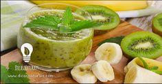 Smoothie delicioso de kiwi, banana e sementes de sésamo