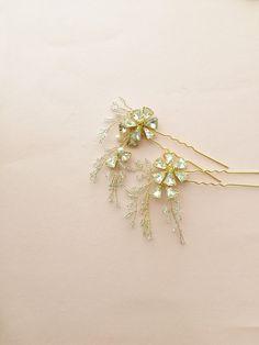 Bridal hair pins Gold Hair pins Delicate Hair pins by amuandpri