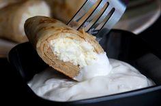 Sastojci:  25 dag brašna 2 jaja 1 kesica vanilin šećera 5 dl mlijeka 0,5 dl ulja 20 dag šećera za karamel 3 dl slatkog vrhnja kora od 1 limuna sol Priprema: Napravite palačinke koristeći klasični recept za palačinke s time da ćete, kako bi palačinke bile mekše i laganije, u smjesu umjesto mlijeka [...]