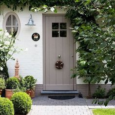 Appeal: Cottage Style Front Doors Green inspiration for the front garden. Like the colour of the door too.Green inspiration for the front garden. Like the colour of the door too. Cottage Front Doors, House Front Door, House Front, Small Front Gardens, Cottage Style Front Doors, Front Door Entrance, Cottage Style, Exterior Doors, Front Garden Design